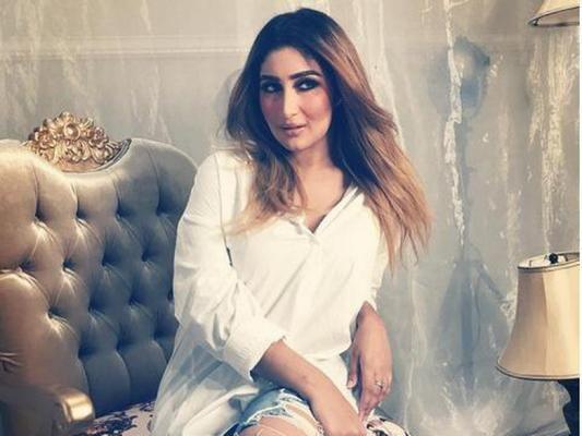 Cantik Mirip Kareena Kapoor Tommy Kurniawan Bakal Menyesal Cerai Dengan Tania Kecantikan Perceraian Kareena Kapoor
