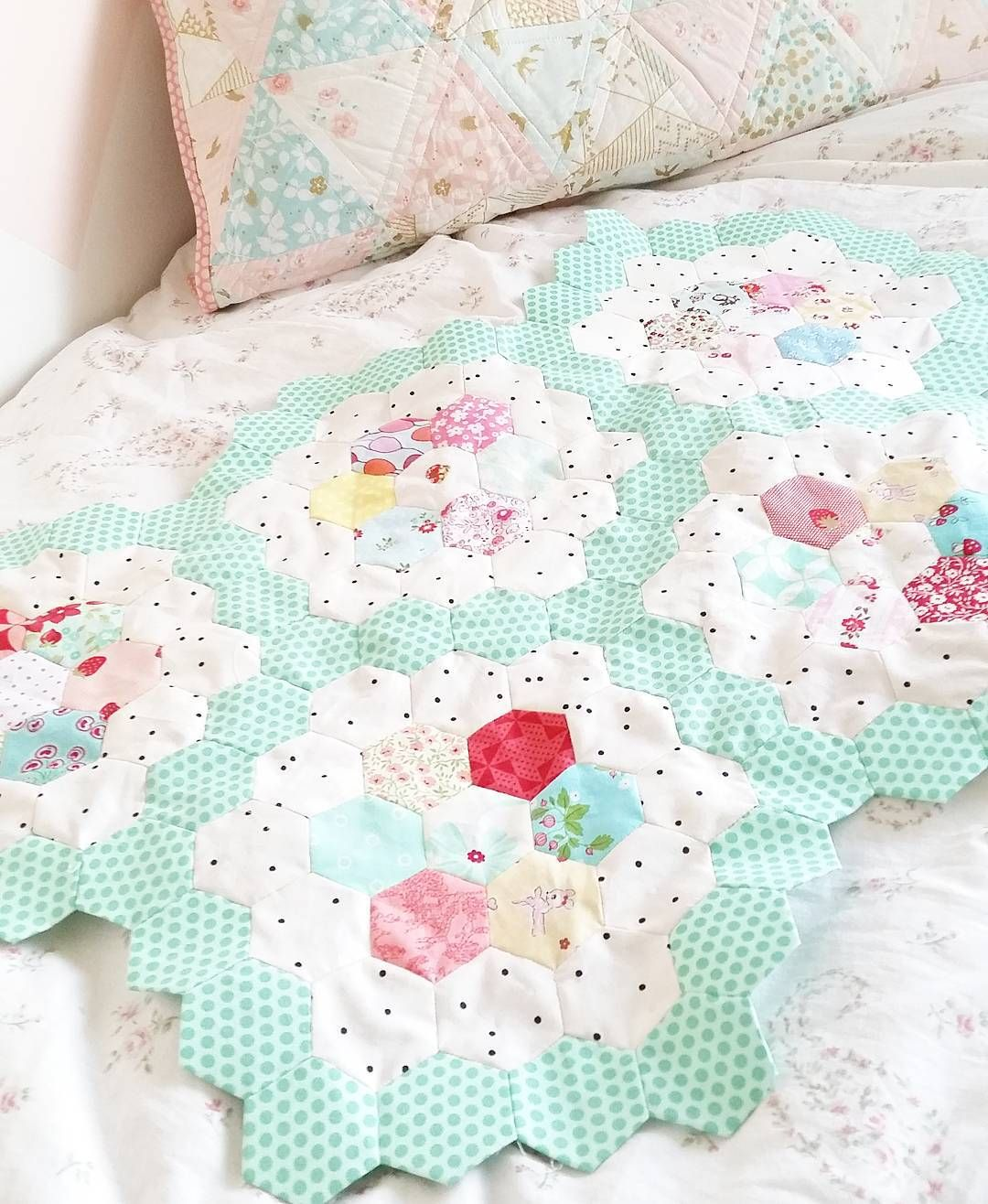 quiltstory - pastel Grandmother\'s Flower Garden WIP | Hexie Quilts ...