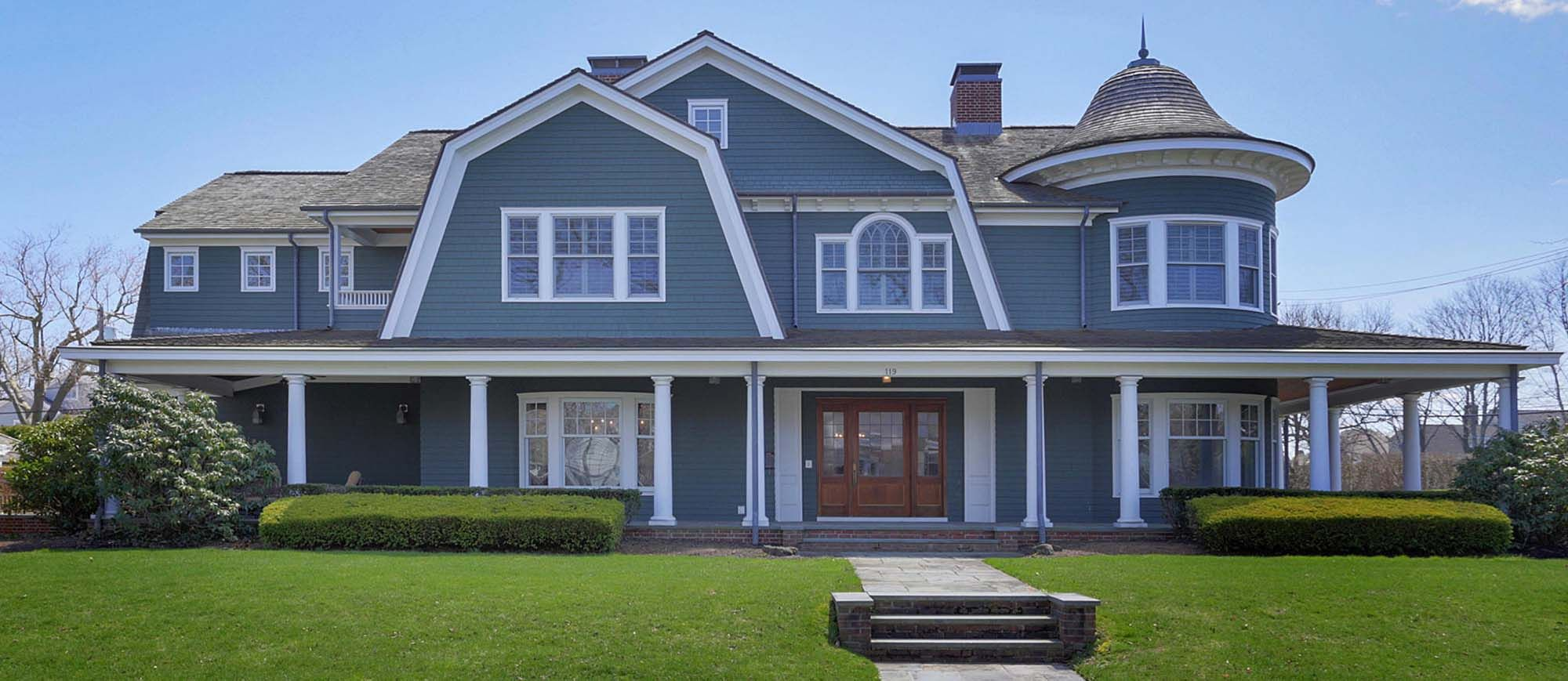 What Color Siding Goes With Red Brick Blue Siding With Red Brick Base Chimney And Stairs Gambrick Luxury Ho Blue Siding Colonial House Exteriors Brick Colors
