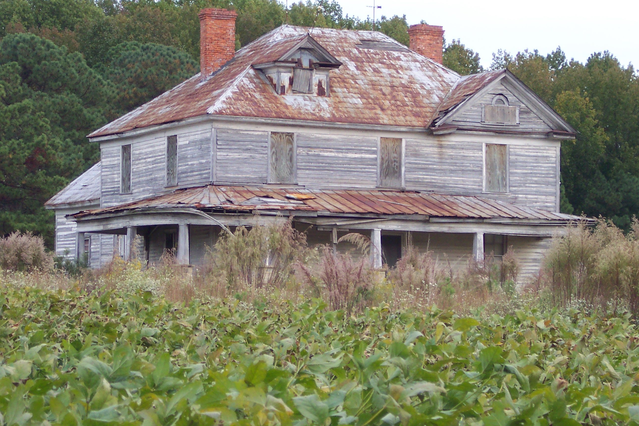 Mysterious old farmhouse just off Hywy 55 at Apex, NC ...