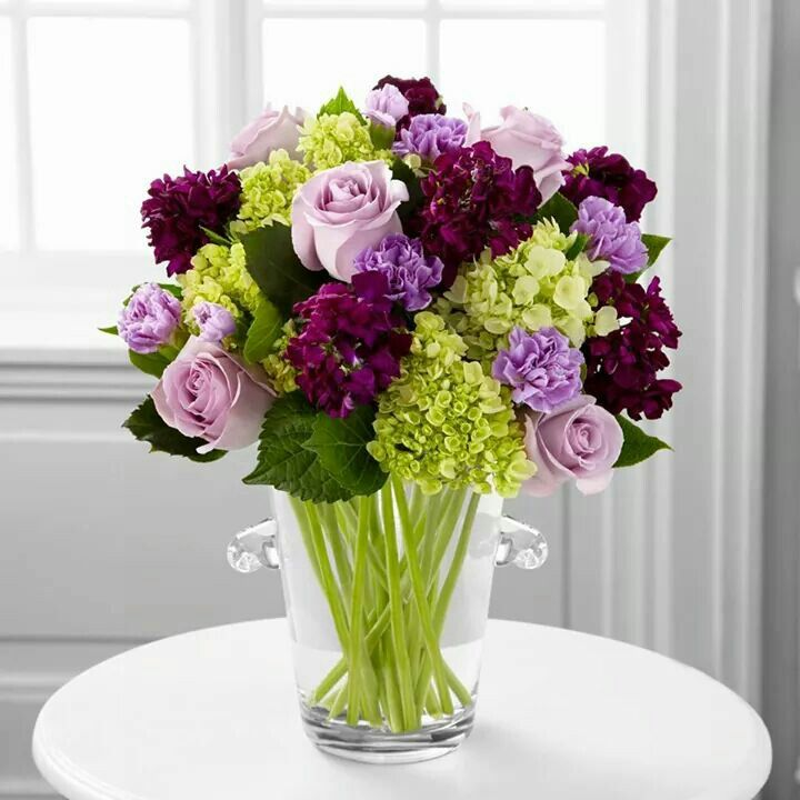 Arreglo floral - I would love these flowers in my home - breakfast room :)