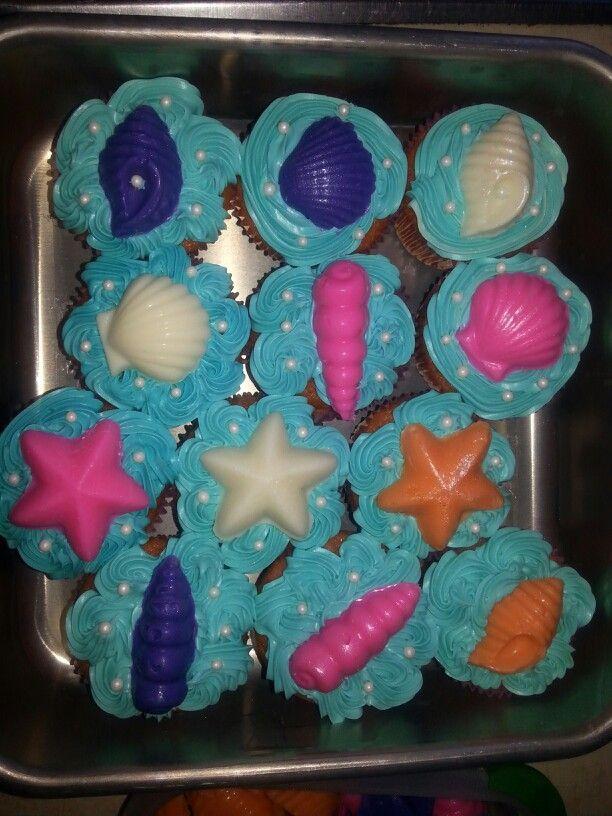 Zoee's little mermaid theme bday cupcakes! :)