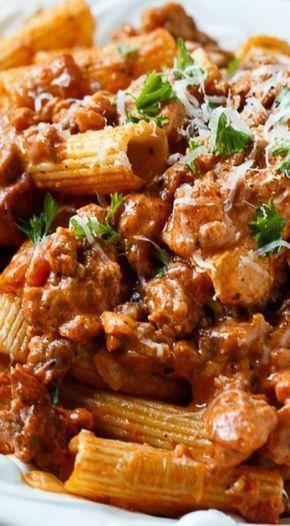 Photo of Italienische Wurst Rigatoni mit pikanter Sahnesauce – Nudeln – #Creme #Italien … –  #creme …