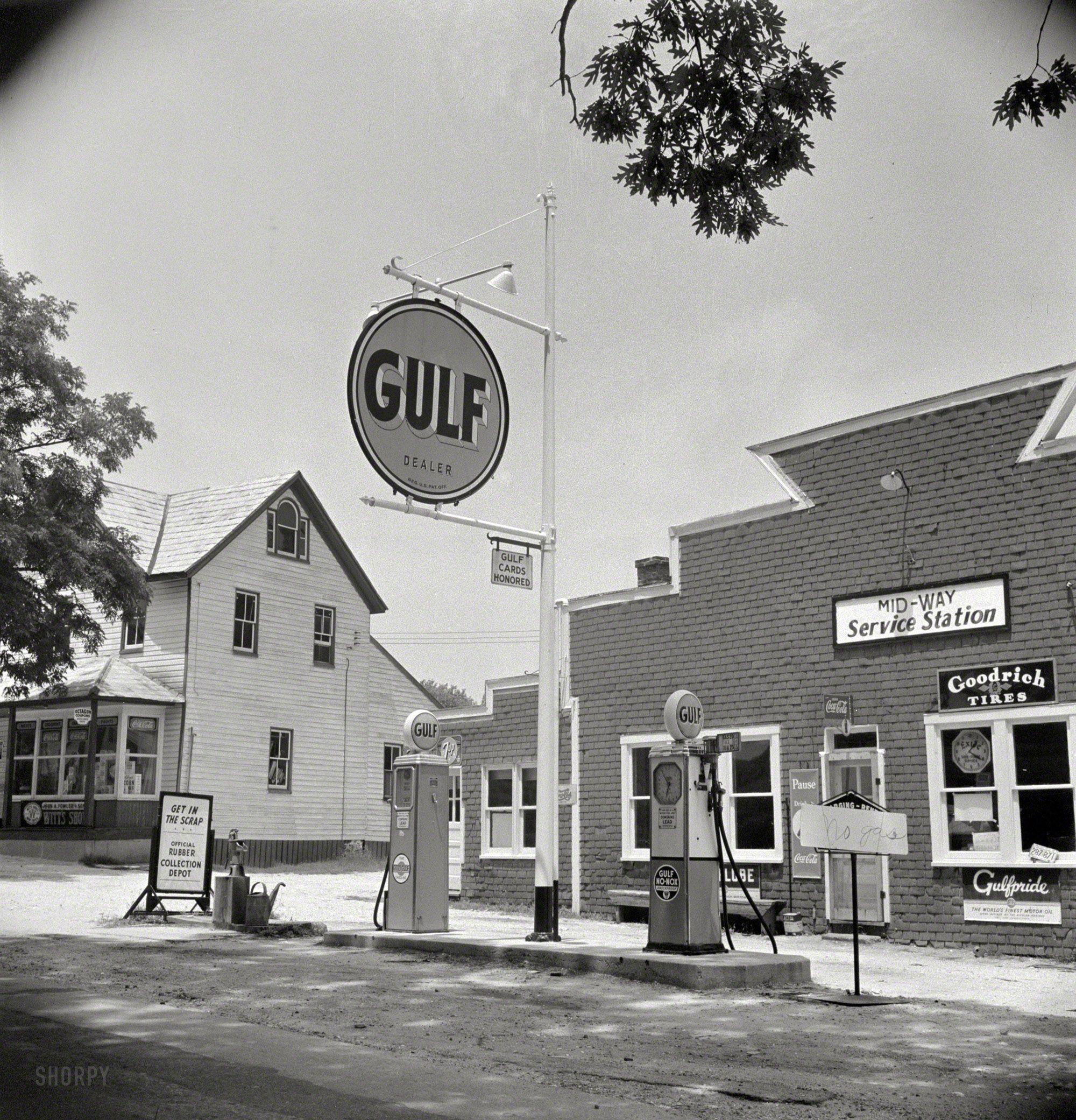 Marjory Collins - Gasoline service station in Mechanicsville, Maryland (july 1942)