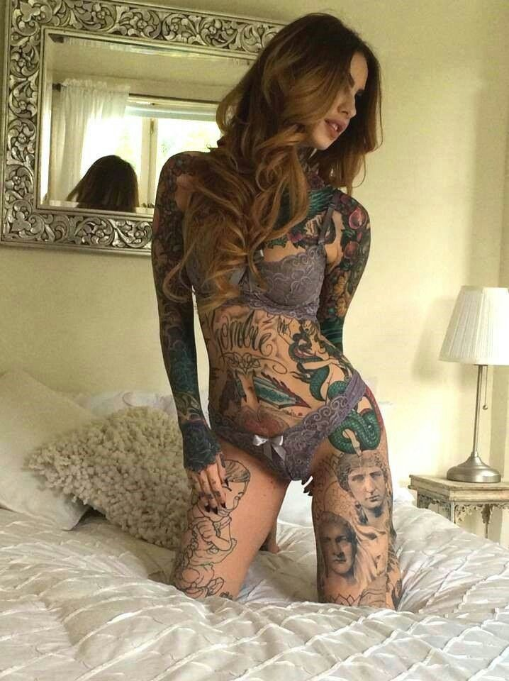 With Tattoos Naked Sexy Girls