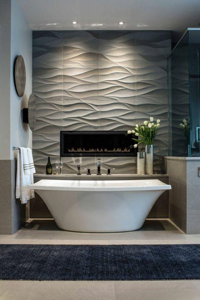 Fliesen Bad Ideen Luxus Badezimmer Mit Eingebautem Kamin Und Reliefe Fliesen In 2021 Bad Fliesen Ideen Badezimmer Bad Fliesen