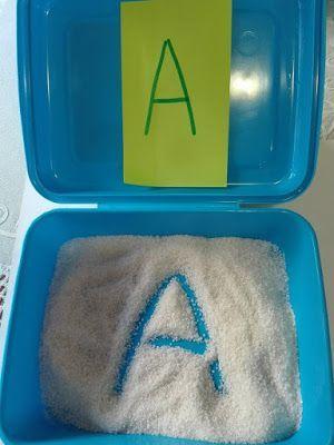 Atividades com a caixa de areia para a escrita - Criando com Apego