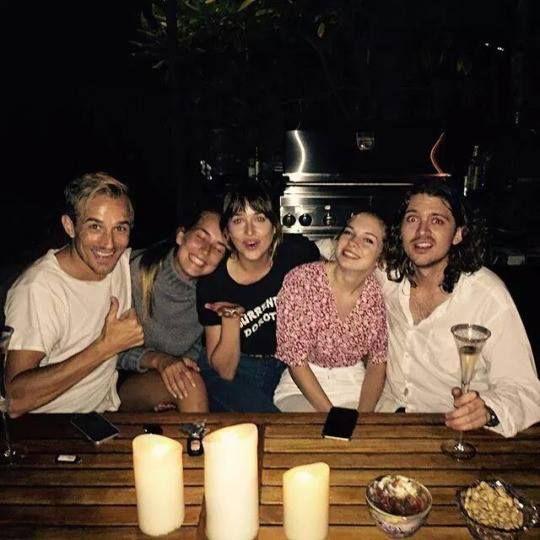 #DakotaJohnson with her Siblings - Trailer Online Scenes Set 2017 - Fifty Shades Darker Movie