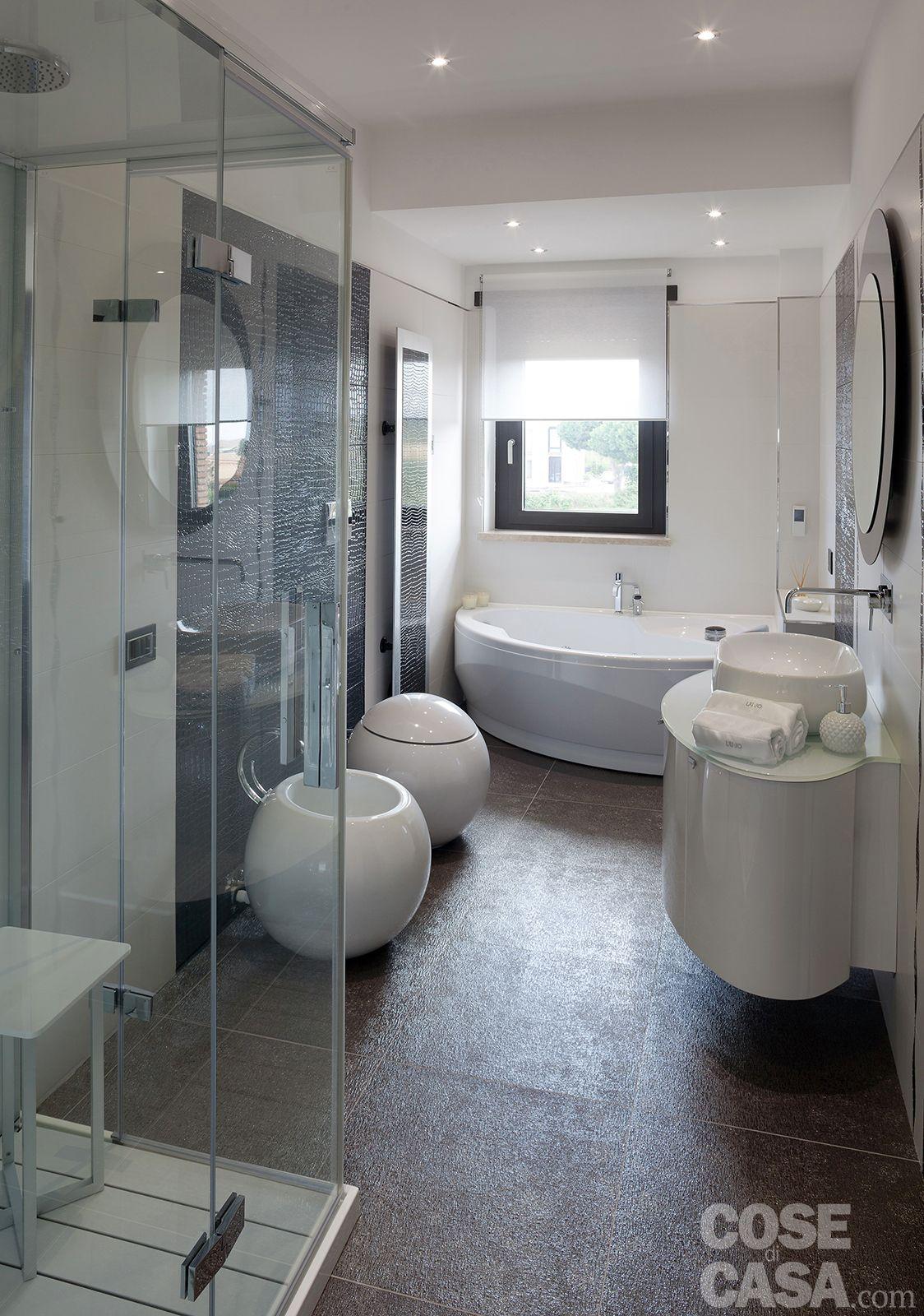 Luminosit e comfort per la casa dai volumi aperti cose for Servizi da bagno moderni