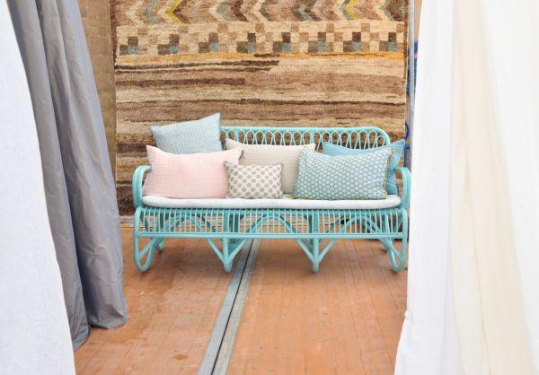 Peindre les fauteuils en rotin en bleu turquoise pastel ...