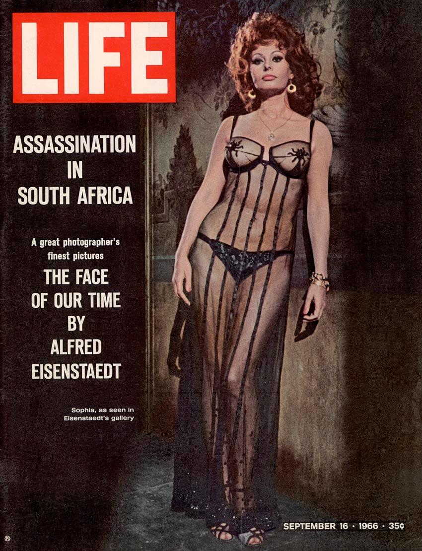 LIFE de 16 de setembro de 1966 com foto de Alfred Eisenstaedt mostrando a atriz italiana Sophia Loren. A edição trazia uma galeria do trabalho de Eisenstaedt.