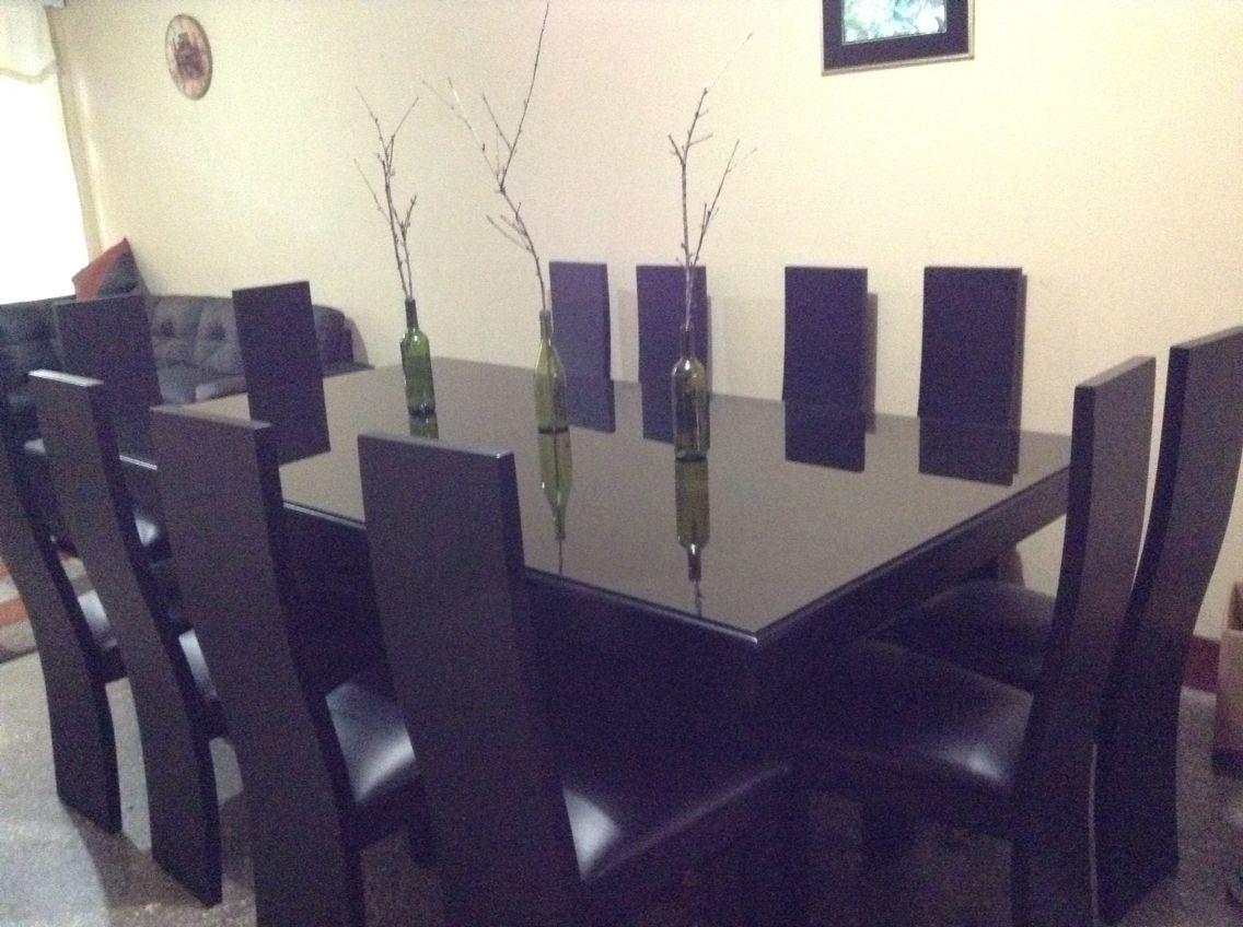 Comedor minimalista negro vidrio sobre mesa comedores for Comedores minimalistas de cristal