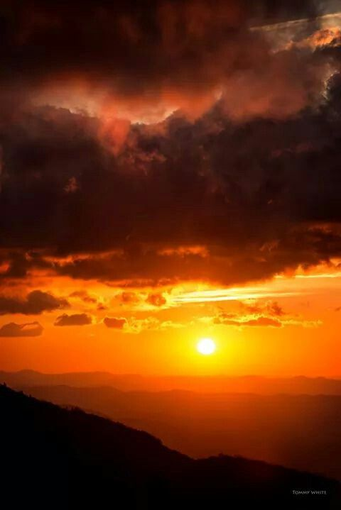 BEAUTIFUL SUNRISE IN THE BLUERIDGE MOUNTAINS