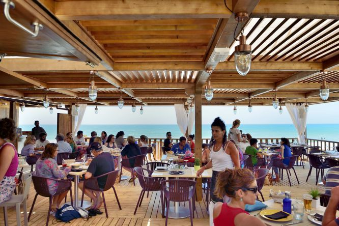Buena Onda Gaditana Chiringuitos Playa Y Atenas
