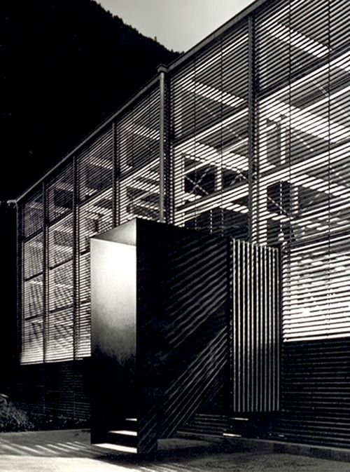 Peter Zumthor | Shelters for Archaeological Site, 2003 Chur  Photo by Shinkenchiku-sha