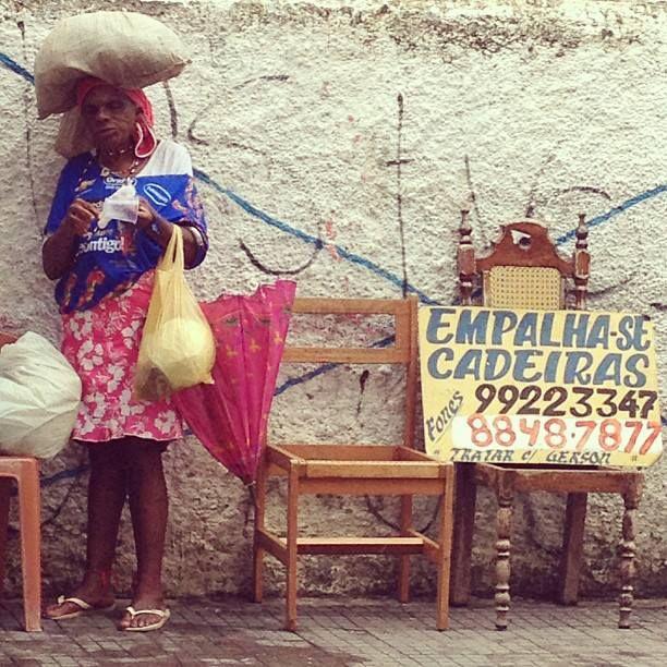 Supra Woman Power. Cada um sabe o turbante que é capaz de sustentar. Av. Joana Angelica// Salvador//  2013 Registro Thaís Muniz
