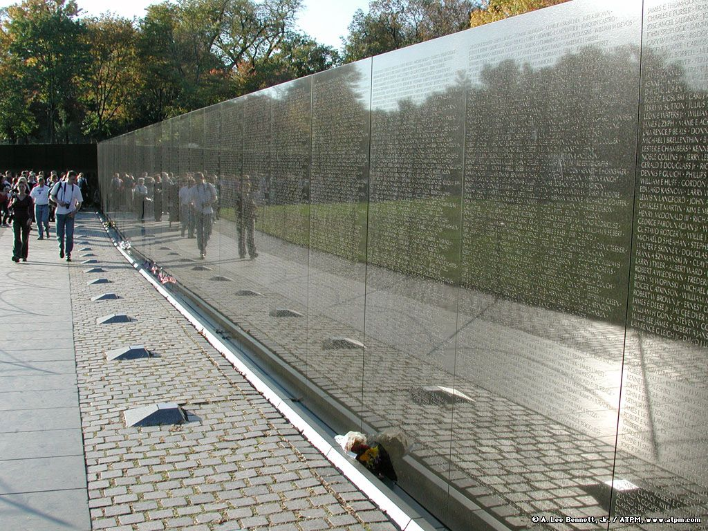 the vietnam veterans memorial by maya lin Arts, briefly architects honor vietnam memorial maya lin's vietnam veterans memorial, above, in washington has been chosen by the american institute of architects to receive its 2007 aia twenty-five year award.