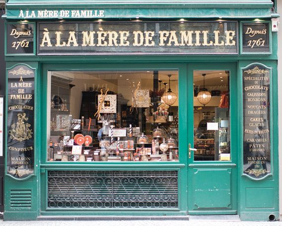 Paris chocolate shop photograph a la mere de famille for Boutique decoration paris