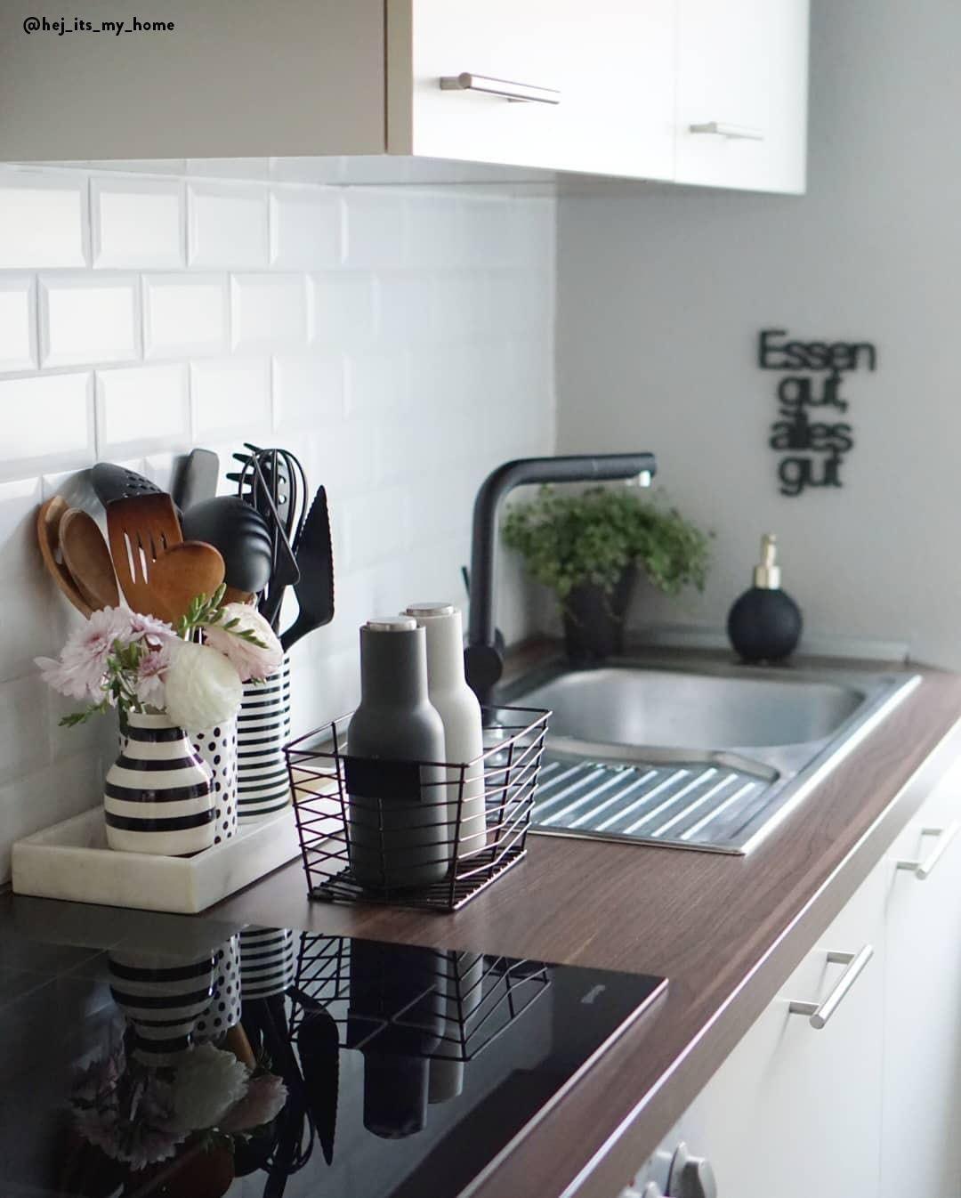 Cucina ordinata - Nella cucina ci sono tantissimi accessori ...