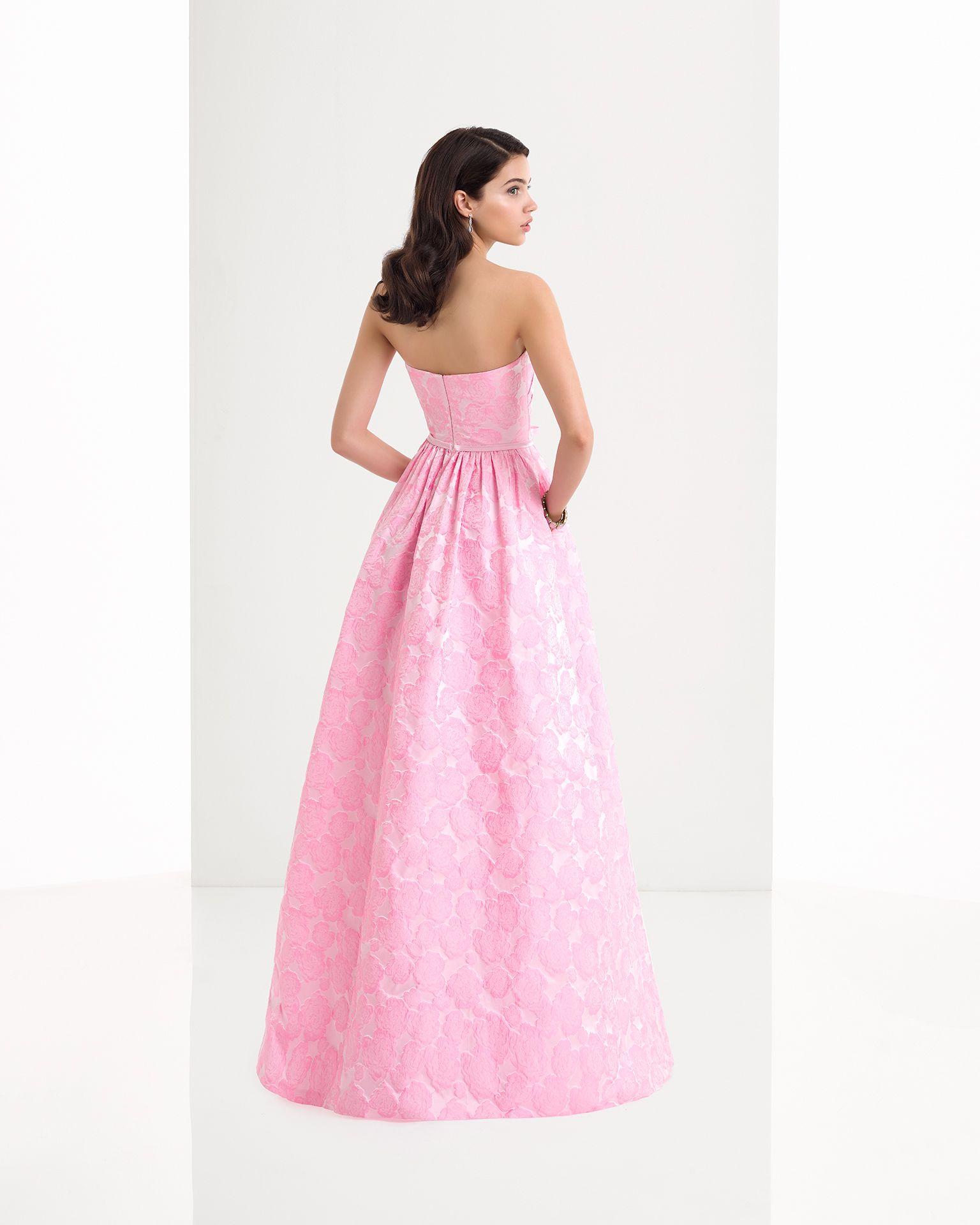 Vestido clásico de costura de brocado con escote corazón y detalle ...