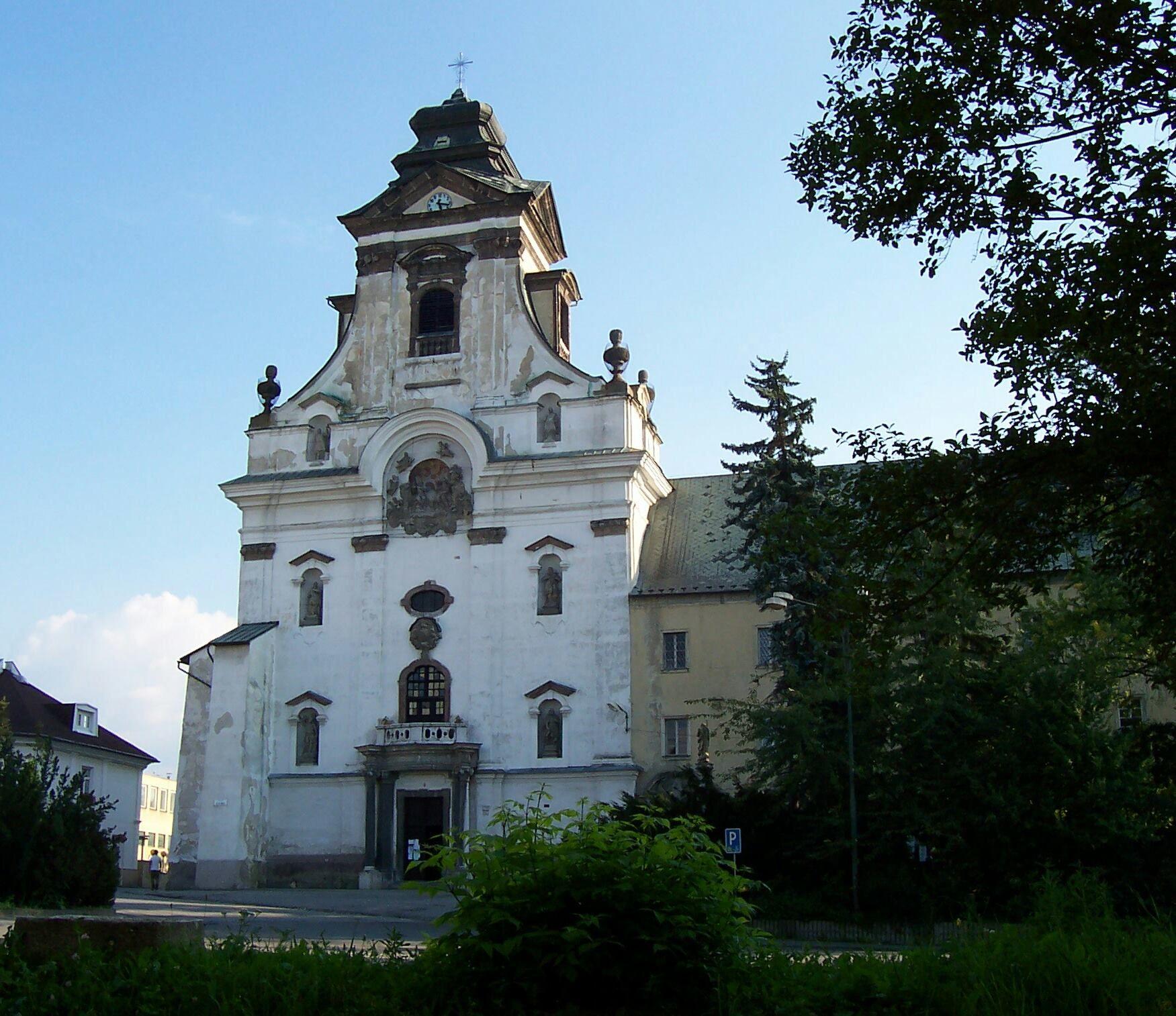 Kostol Najsvätejšej Trojice a Nanebovzatia Panny Márie známy aj ako Piaristický kostol v Prievidzi. S výstavbou sa začalo v roku 1666.