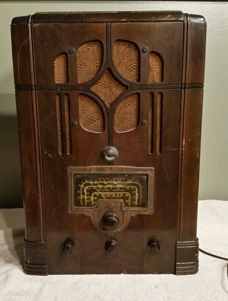 RCA Victor 8T Tombstone 3 Band Tube Radio for Repair 1930'S
