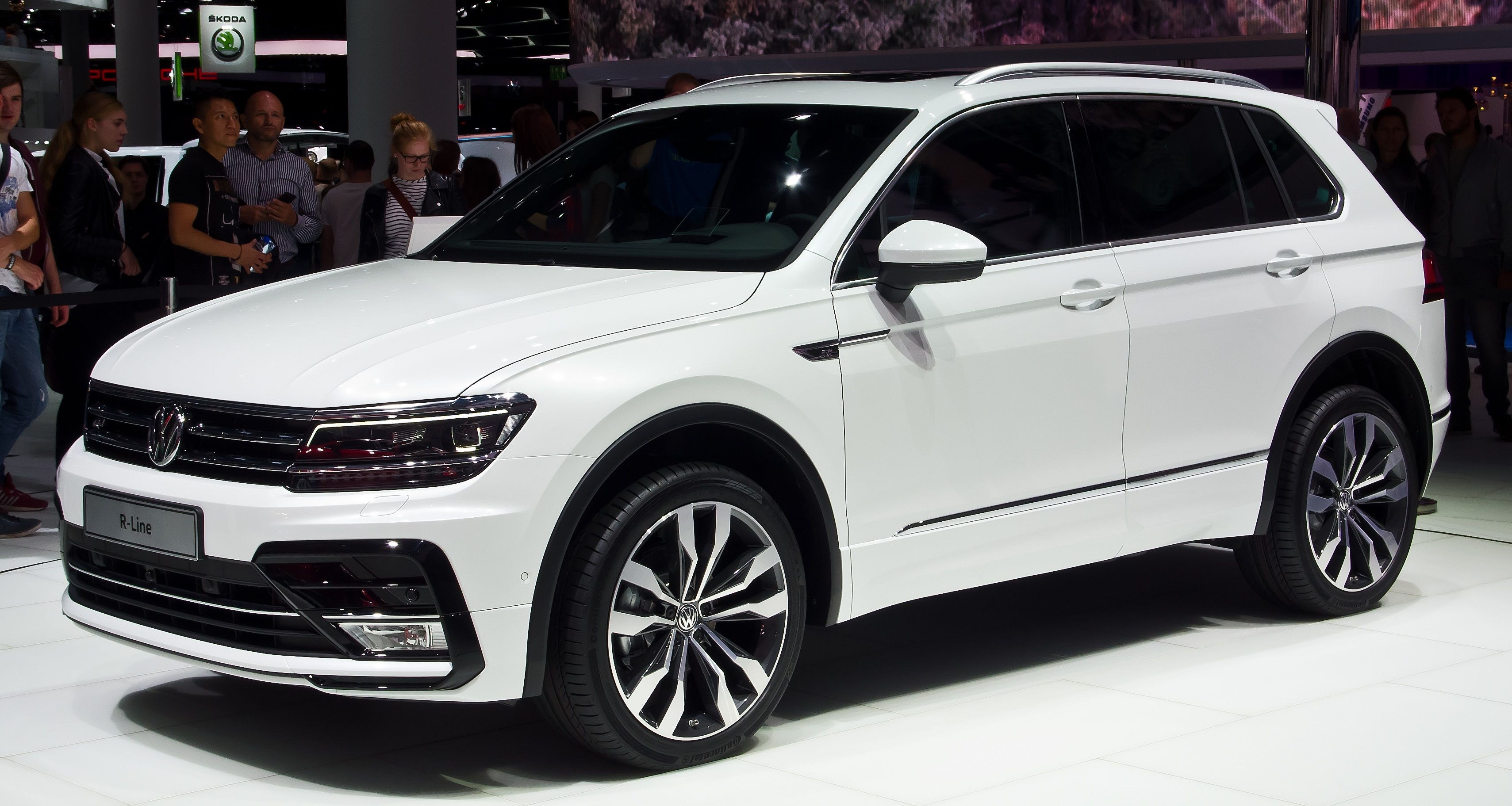 Volkswagen tiguan unveiled at auto expo 2016 themotorlife