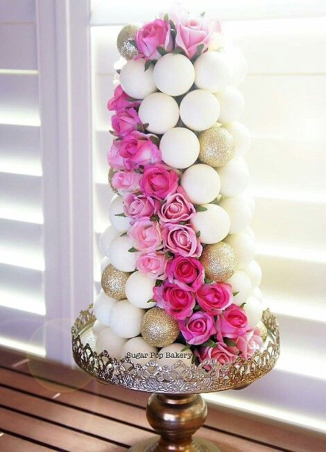 How lovely is this cake pop display.