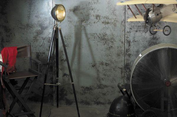 Staande Lampen Industrieel : Prachtige staande lamp met ouderwets design stoere