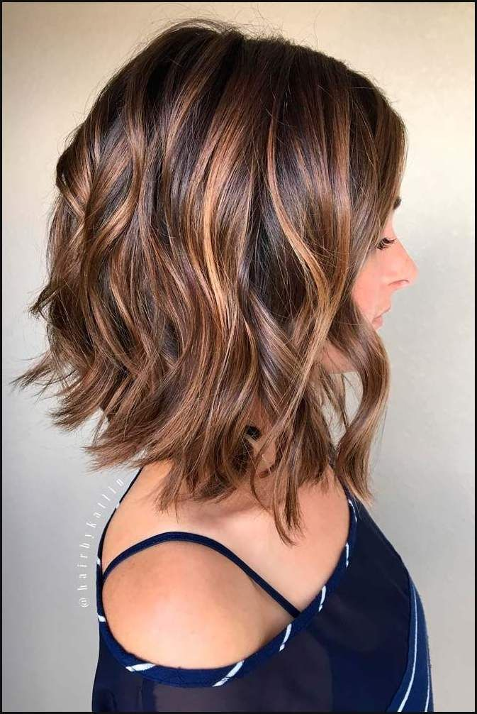 Frisuren Fur Welliges Haar Lassen Sie Sich Inspirieren Um Stilvoll Aussehen Frisuren 2018 Frisuren Hairstyl Hair Styles Shoulder Hair Short Hair Styles