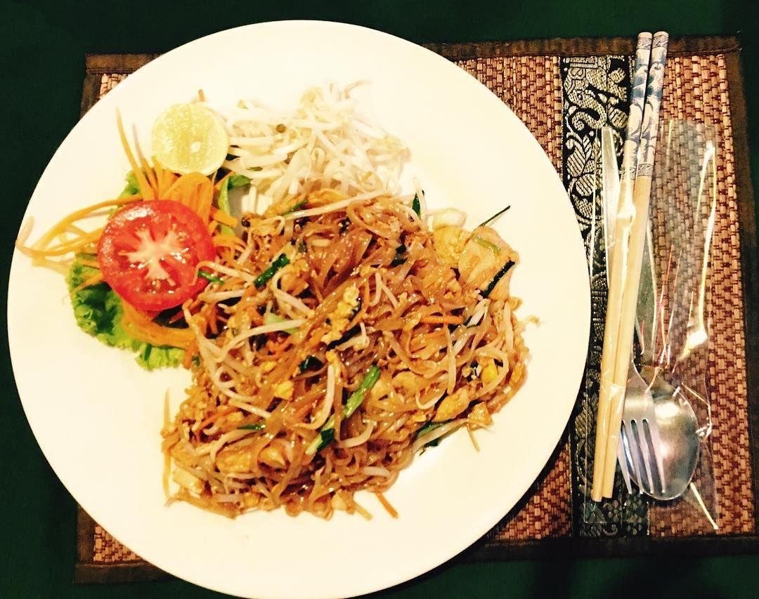 Pad Thai #glutenfree que nos llegan des de Tailandia hechos a base de arroz  con verduras y huevo una delicia!    #socialgluten #socialglutenplatos #singluten #glutenfree #sensegluten #celiaquia #shoponline #tiendaonline #box #startuplife #healthychoices #healthyfoodchoices #healthyfood #f52grams #eeeeats #feedfeed #food52 #thefeedfeed #padthai #noodles #yummy #asianfood