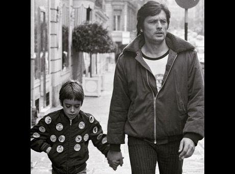 Anthony Delon Partage Une Jolie Photo De Lui Enfant Avec Son Pere Voici Anthony Delon Delon Actrice