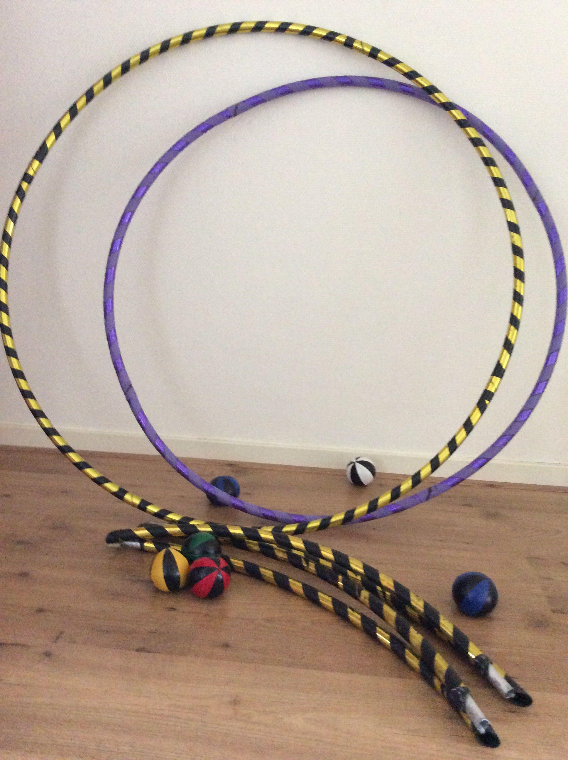 Hoepels en jongleer balletjes