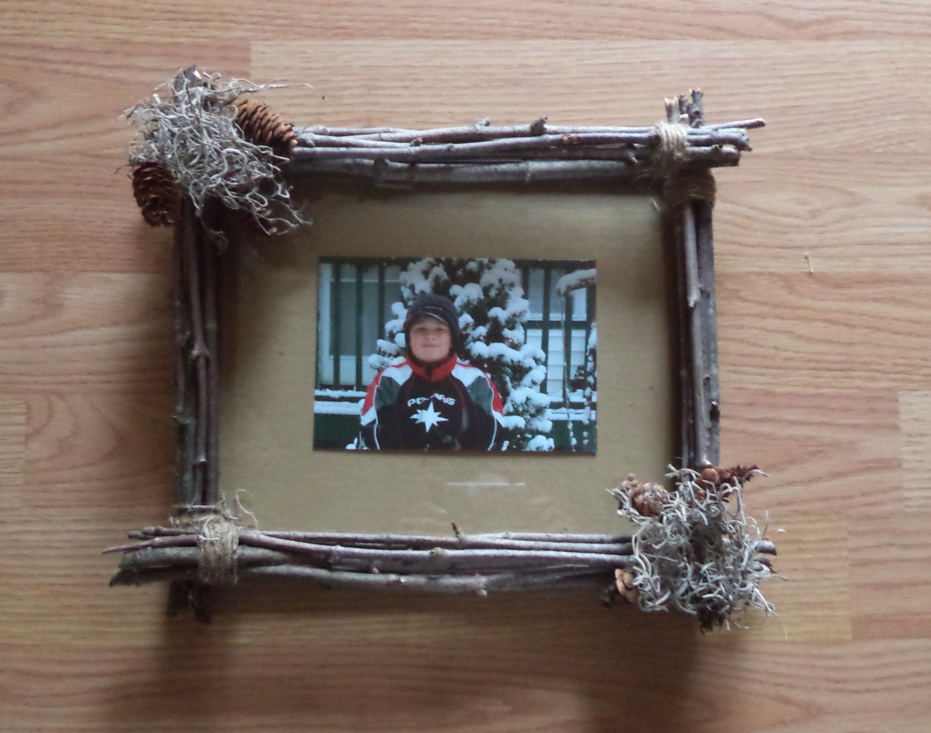 twig picture frame twigs sticks twine frame pinecones and twig picture frame twigs sticks twine frame pinecones and decor craftsrustic homesnailed