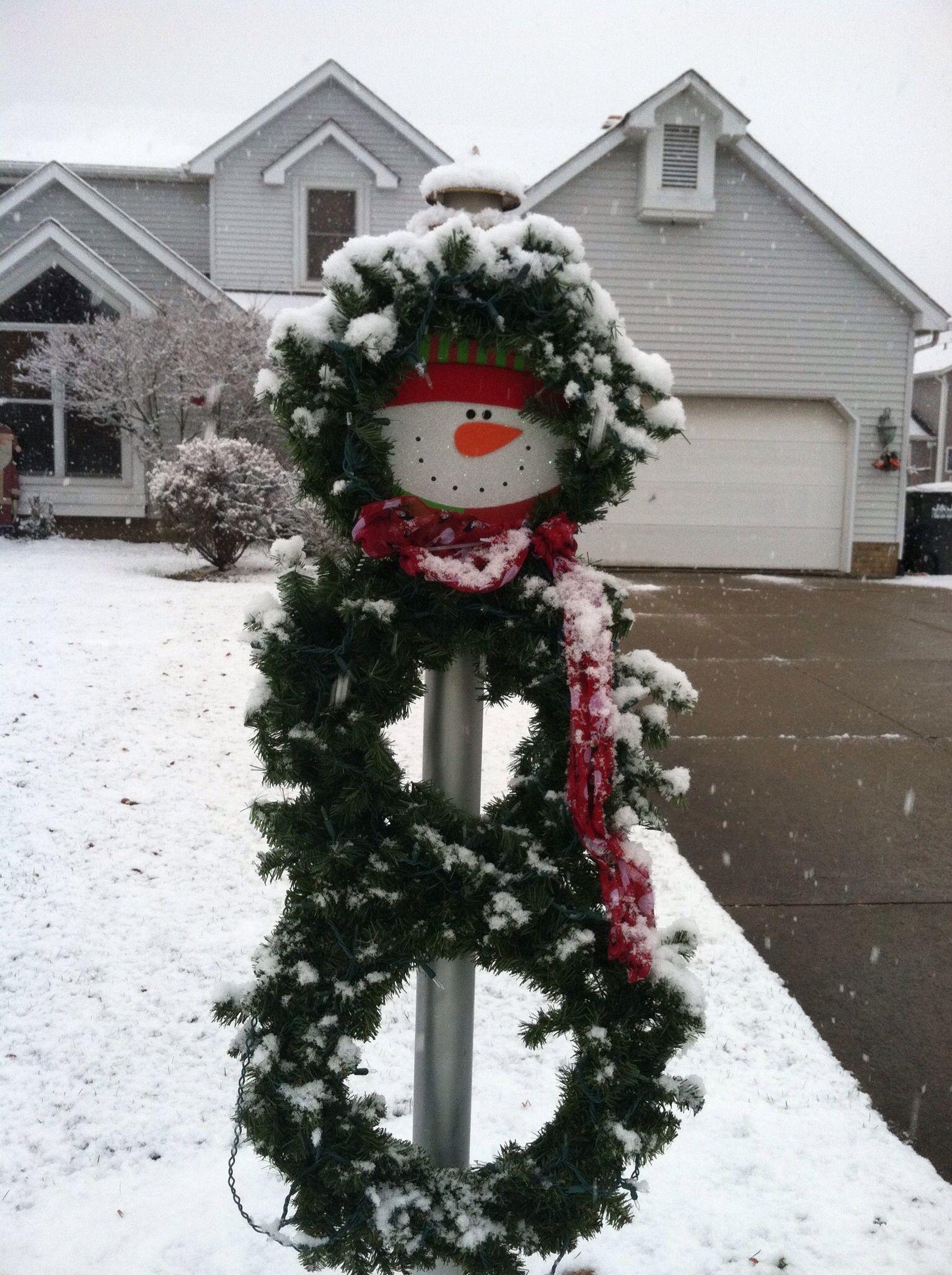 Snowman wreath for lamp post