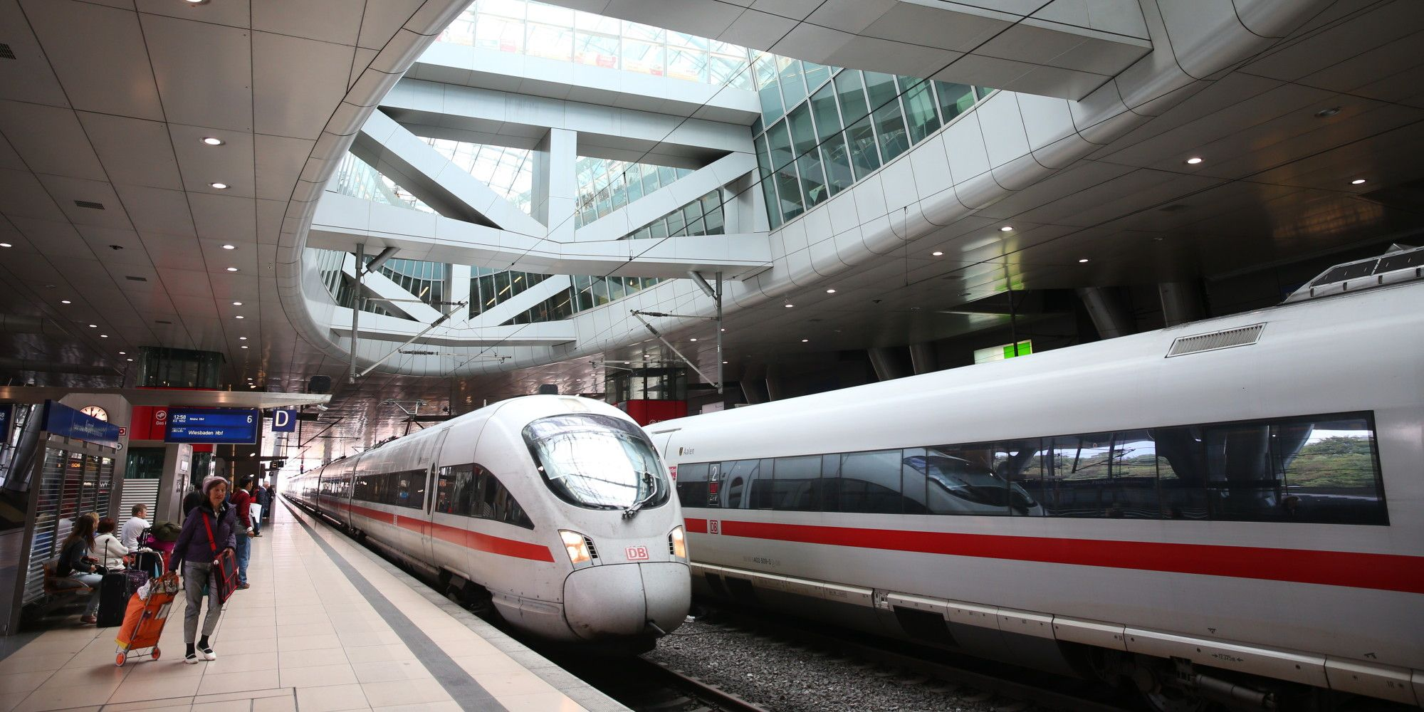 Deutsche Bahn visual identity Frankfurt Flughafen