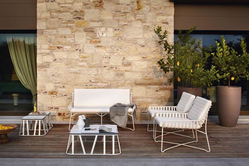 Hamptons Graphic patio sofas by Roberti.