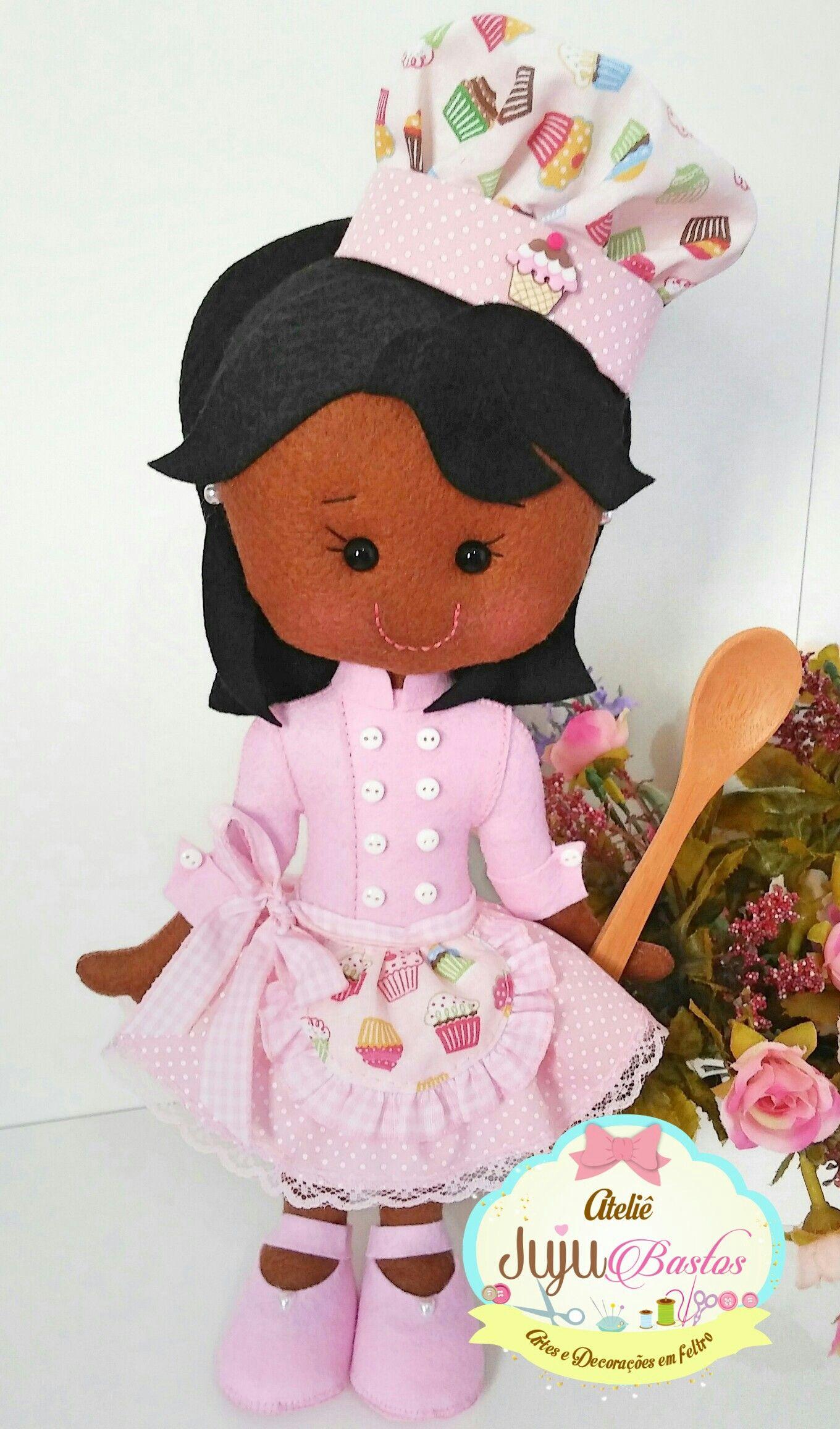 Boneca confeiteira em feltro (Ateliê Juju Bastos) | muñecas | Pinterest