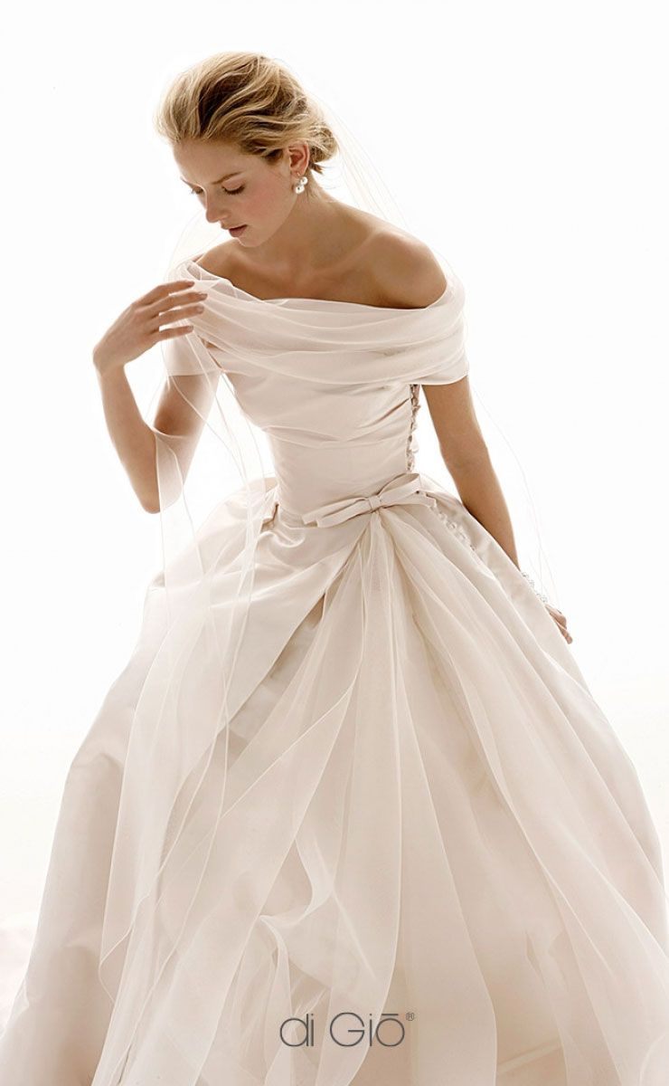 beautiful off the shoulder wedding dress #wedding #weddingdress #weddingdresses #weddinggown #bridalgown #bridaldress