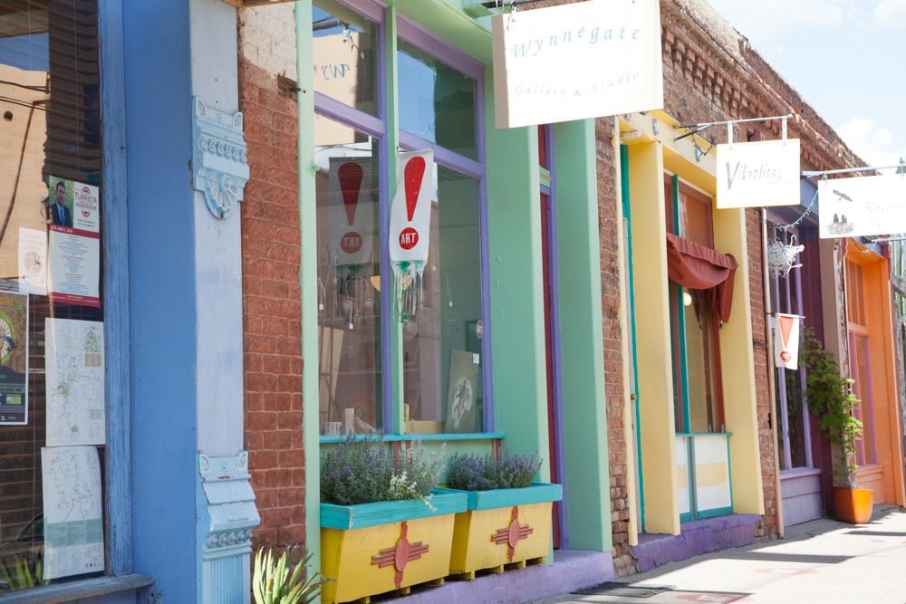 In Downtown Silver City make sure to visit the Yankee/Texas Art District: In the block behind Broadway, this is an area with many artist's studios and galleries. #globalphile #travel #tips #destinations #silvercity #usa #art #roadtrip2016 #lonelyplanet #culture http://globalphile.com/city/silver-city-new-mexico/