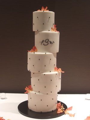 The Best Non-Traditional Wedding Cakes - this is the only 'topsy turvy' wedding cake I've seen that i've liked