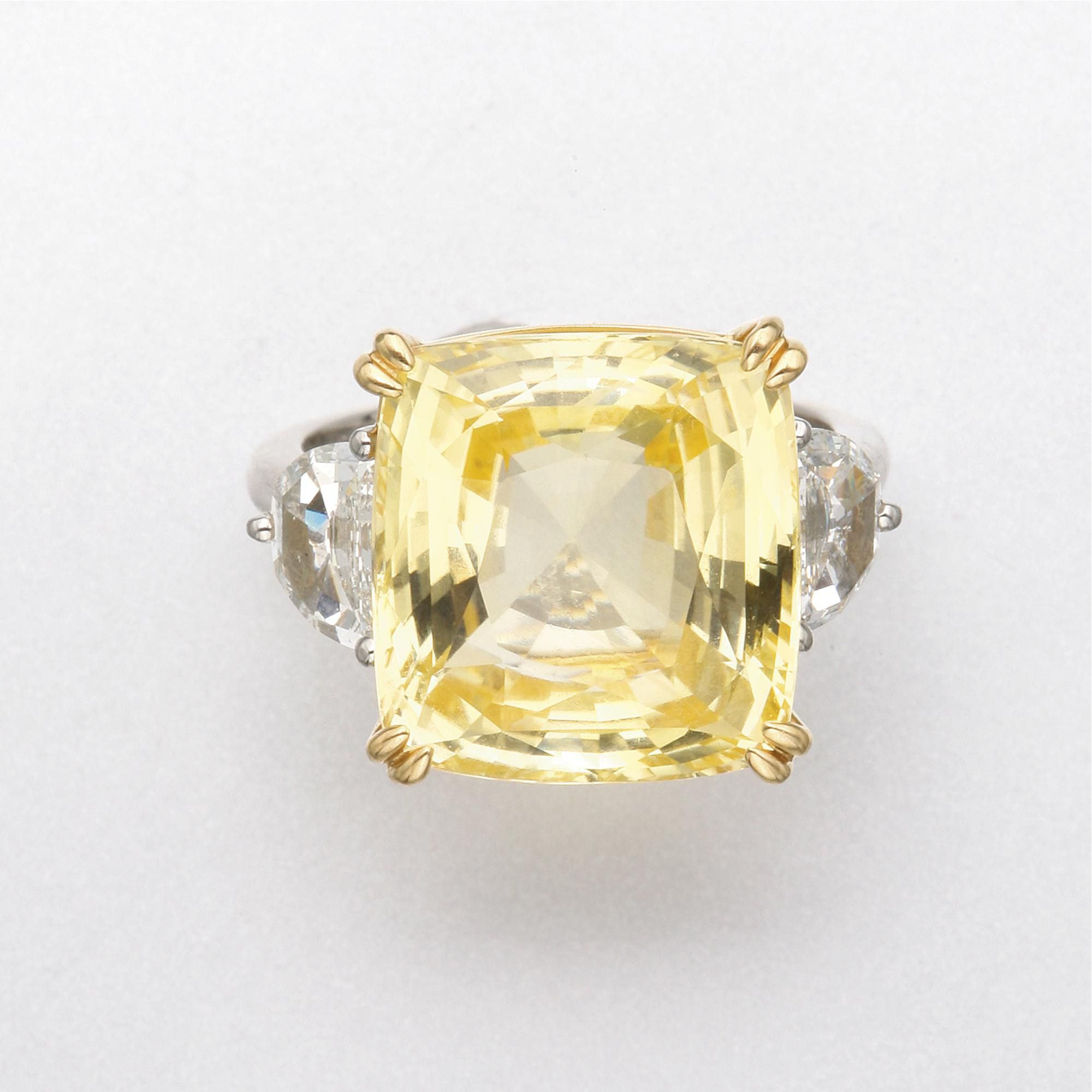 GOLD, YELLOW SAPPHIRE AND DIAMOND RING