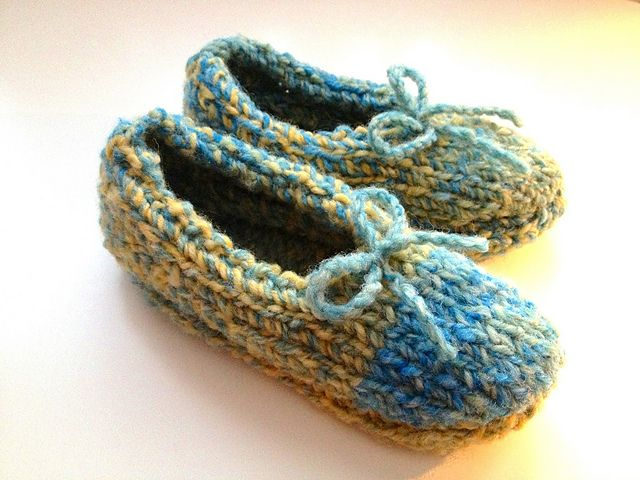 Knitted slippers made with super bulky yarn | Super bulky ...