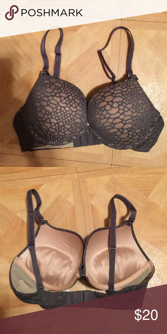 aerie bra Very nice padded bra. Worn very little with zero damage. Can hook in the back and the middle. aerie Intimates & Sleepwear Bras