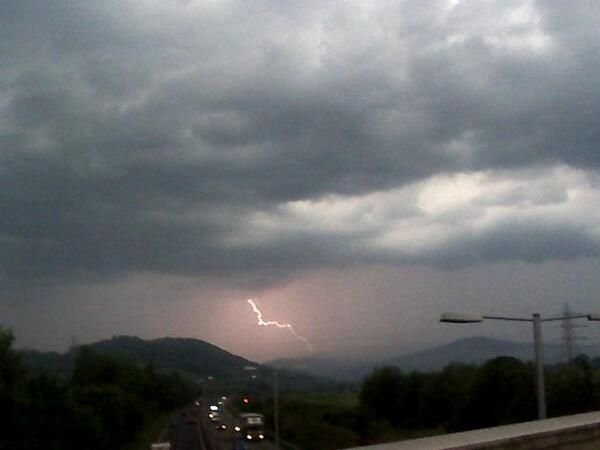 #Lightning in Mochdre Nwales #yourweather