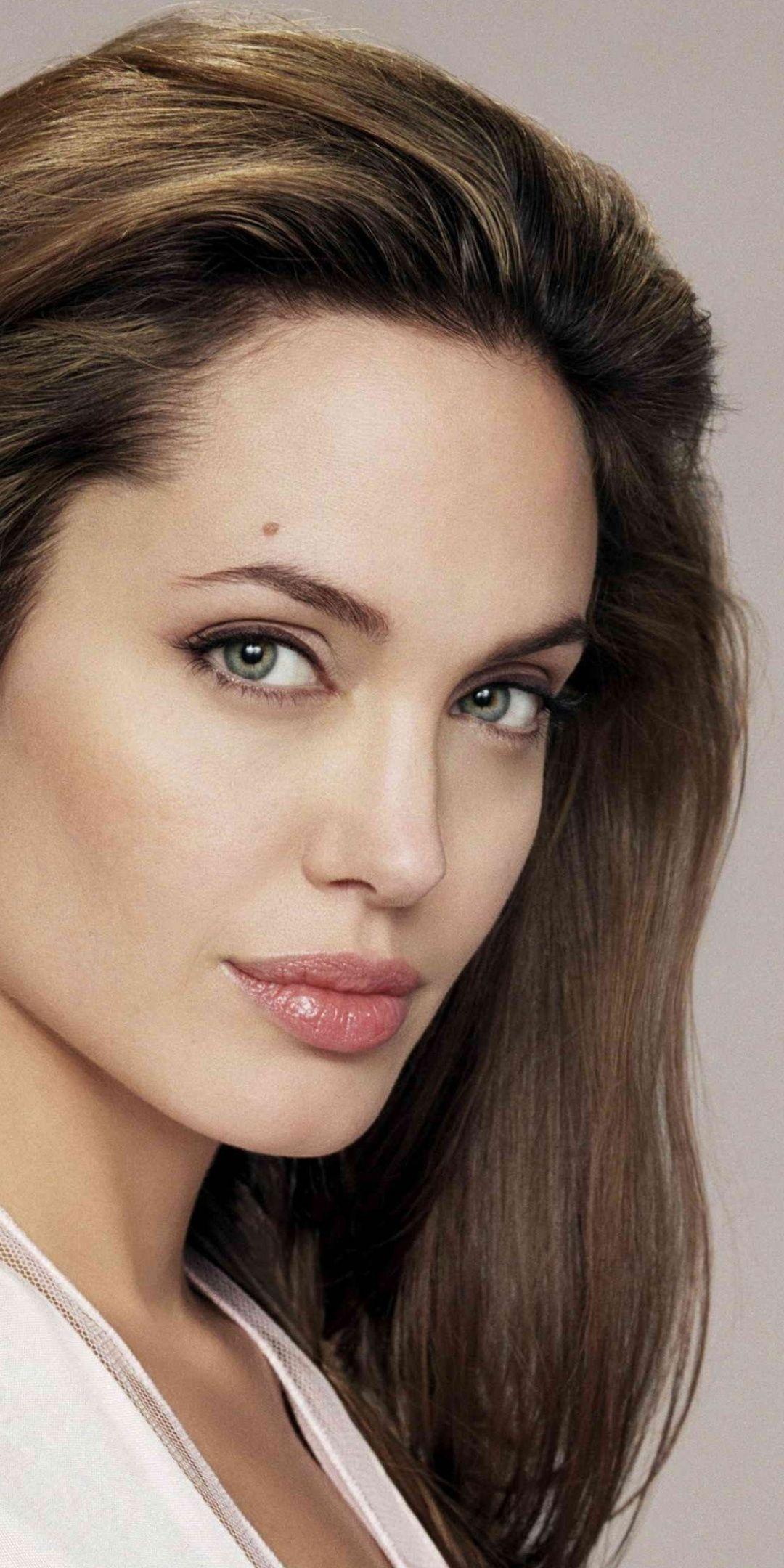 Angelina Jolie Gorgeous Actress Celebrity 1080x2160 Wallpaper Angelina Jolie Photoshoot Angelina Jolie Makeup Angelina Jolie 90s