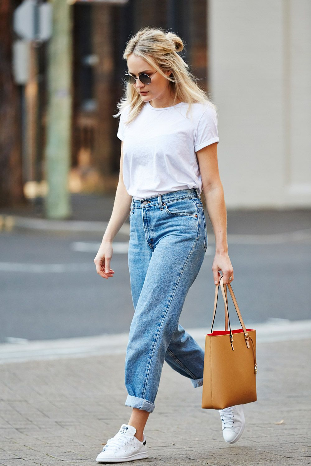 b460552ef8 How To Wear High Waisted Jeans Pinterest