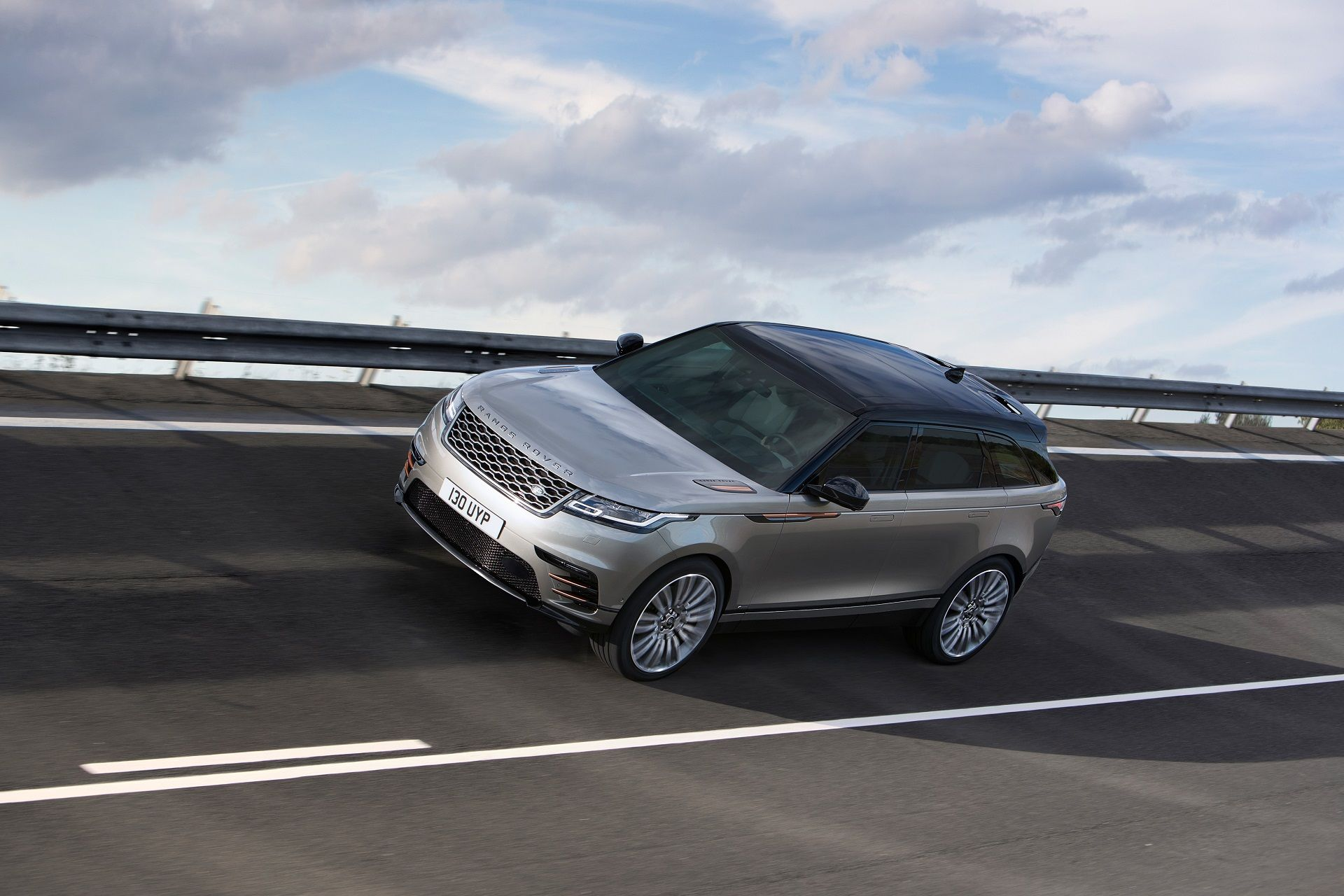Video How Will The Range Rover Velar Compare With Next Bmw X3 Range Rover Land Rover The New Range Rover