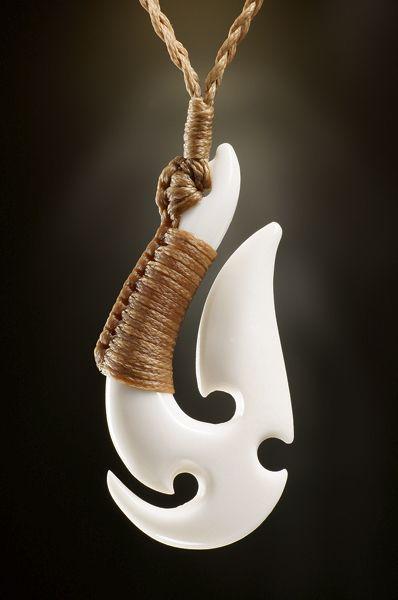 Matau Als Knochen Symbol Anhänger Mit Traditioneller Bindung Art