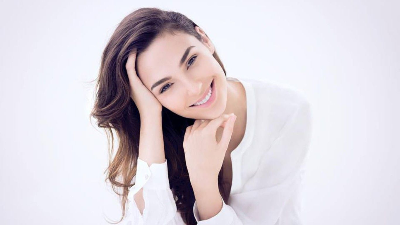 Gal Gadot Smile Wallpapers Images For Iphone Wallpaper Hd Gal Gadot Gal Gardot Gal Gadot Movies